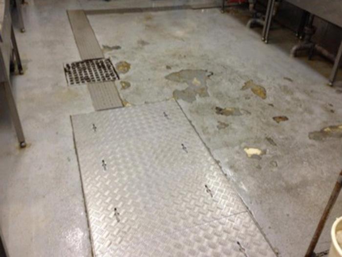 ーパーの水産厨房床補修2 before